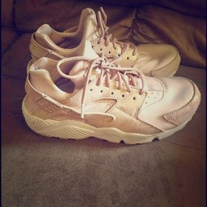 Nike huaraches light pink